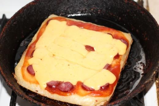 Рецепт быстрой пиццы на сковороде с фото