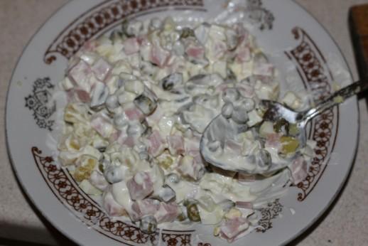 Салат Оливье с колбасой (классический, настоящий). Простой рецепт приготовления с фото