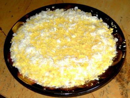 чеснок, яйцо и плавленый сырок салат